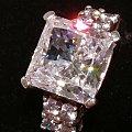 公主方钻石戒指